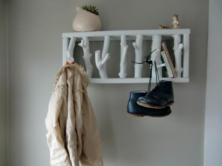 Яркая и стильная вешалка своими руками: 60 фото интересных идей и решений