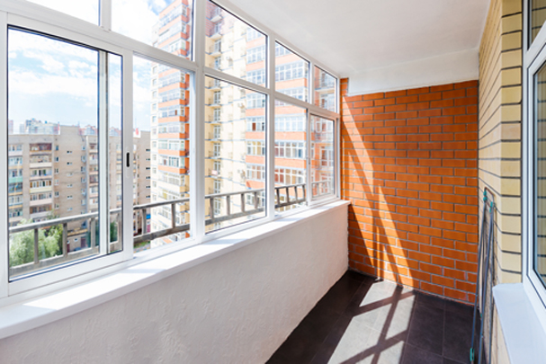 Как застеклить балкон своими руками с минимальными затратами денег и сил