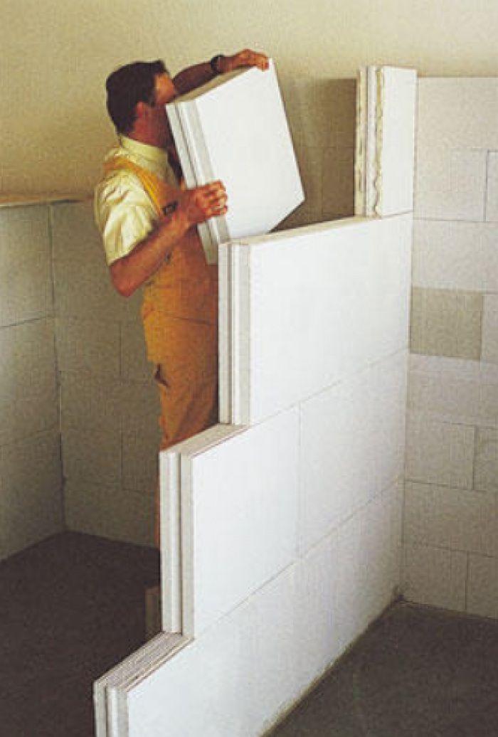 При монтаже требуется надежно закреплять перегородку к стенам, полу и потолку