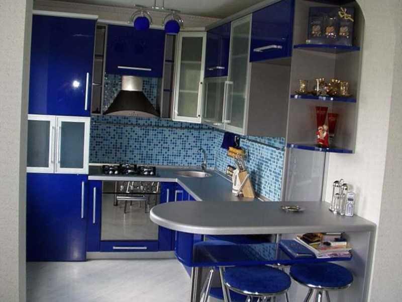 Сине-стальная гамма - практически классика. Хороша будет на кухне, выходящей на юг
