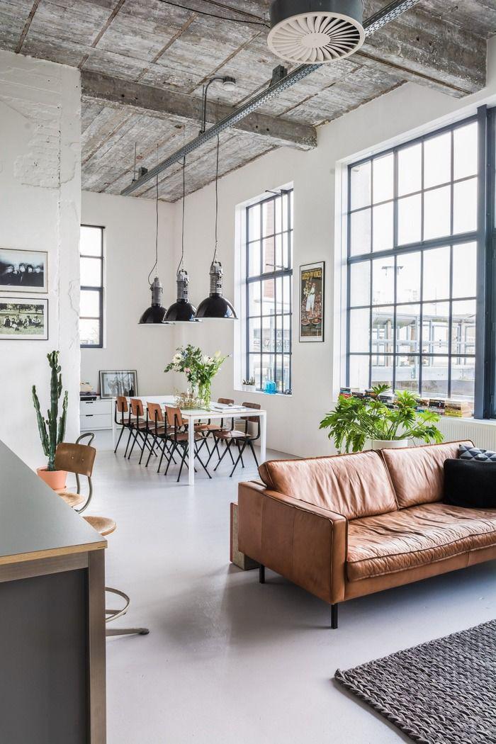 Просторная квартира-студия в промышленном стиле