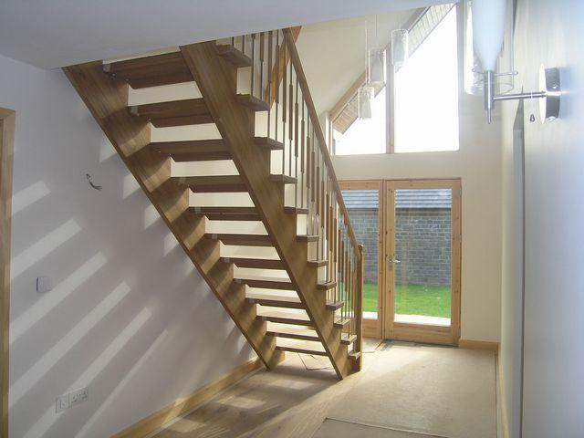 Лестница может быть собрана без подступенников, по открытому типу