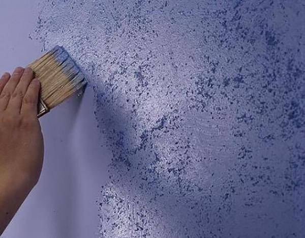 Что лучше: покраска стен или обои