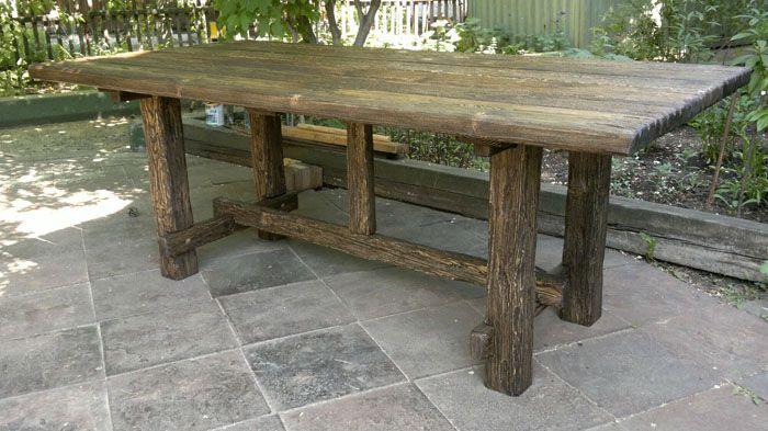 Красивый добротный стол в беседку