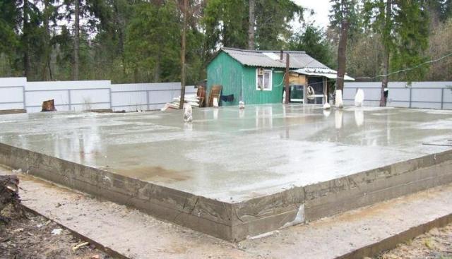 На залитом основании будет оборудован пол бани