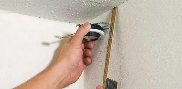 Как сделать потолок в ванной из пластиковых ( ПВХ) панелей своими руками