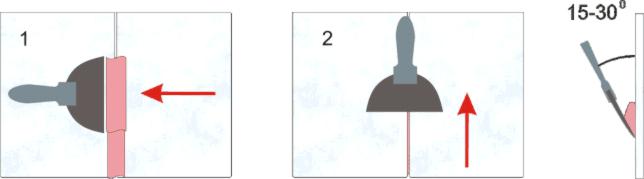 При затирке держите шпатель под углом 15—30° и плотно заполняйте швы смесью.