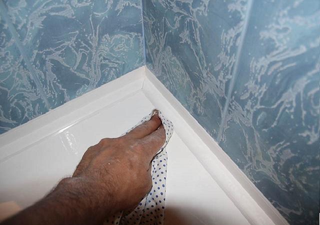 Пластиковый плинтус для ванны — секреты монтажа