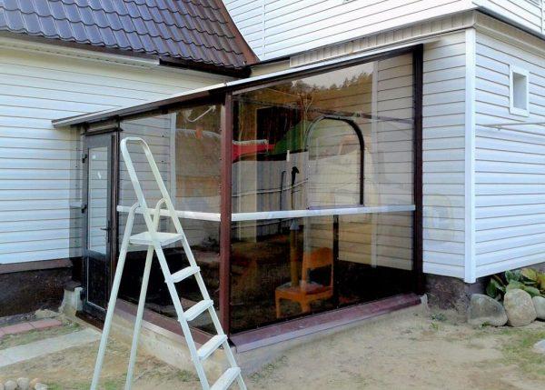 Веранда из поликарбоната, пристроенная к дому: варианты и монтаж своими руками