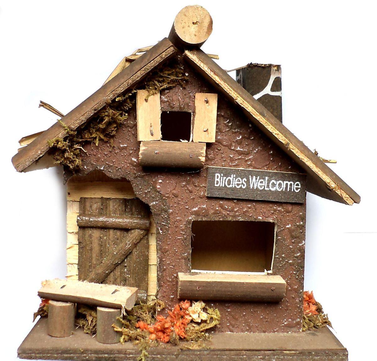 Скворечник в виде деревенского дома
