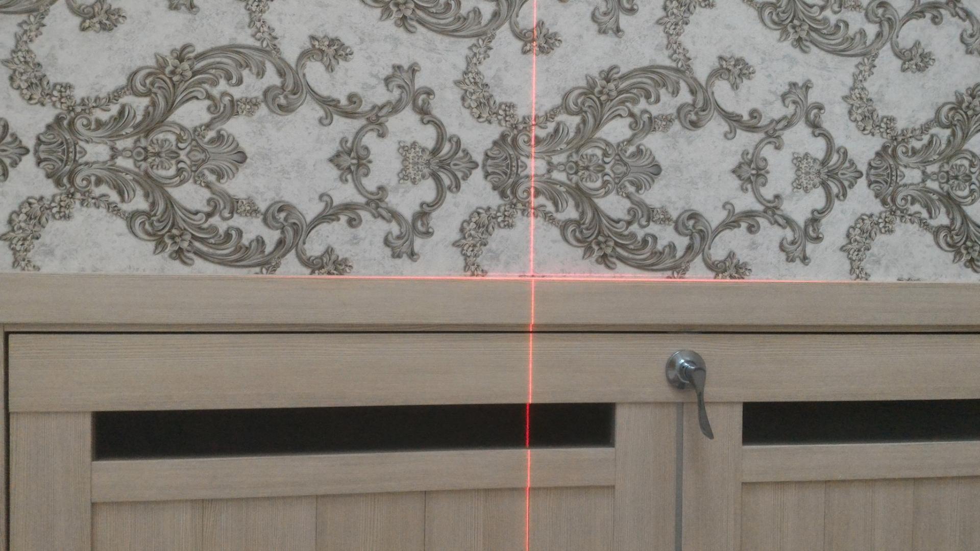Поклейка обоев с помощью лазерного нивелира