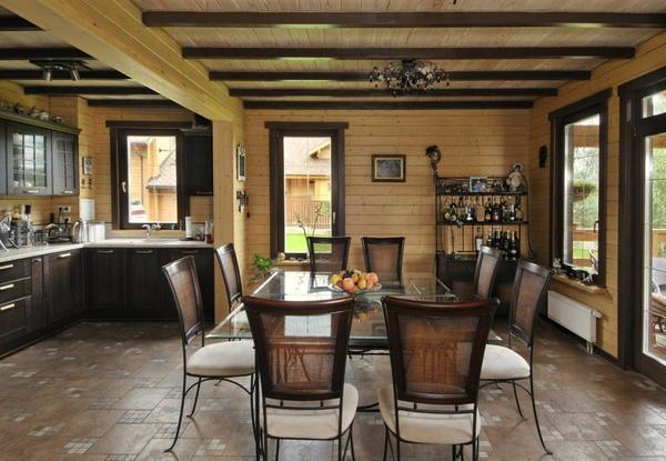 Оформление потолка в деревянном доме