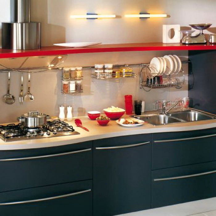 Кухня в цветах: желтый, черный, серый, светло-серый, бежевый. Кухня в стиле неоклассика.