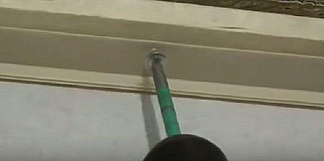 Установка планки потолочного плинтуса