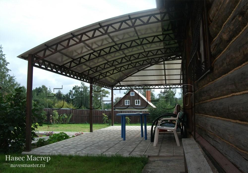 Из поликарбоната можно сделать удобную террасу для отдыха