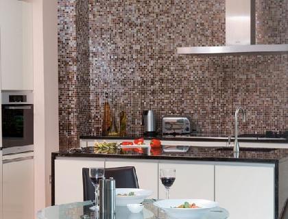 Стеклообои в интерьере кухни