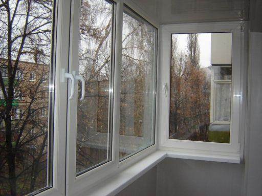 Пластиковые окна для остекления балкона